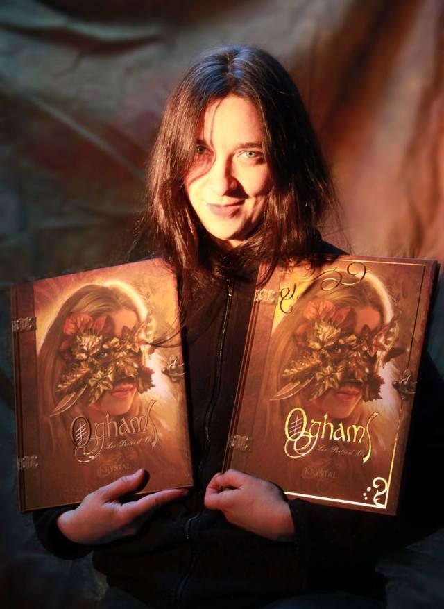 Krystal et les premiers exemplaires de l'ouvrage